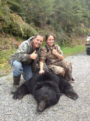 13-Year-Old Girl Challenges 600 Pound Bear and Wins