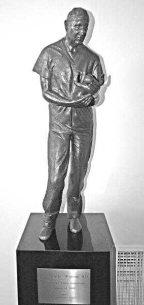 statue-at-mcg