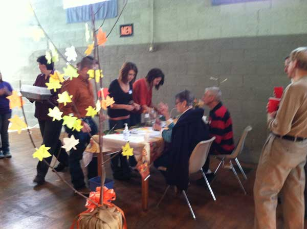 One Table Dinner – Making Their Leaves for the Thankful Tree