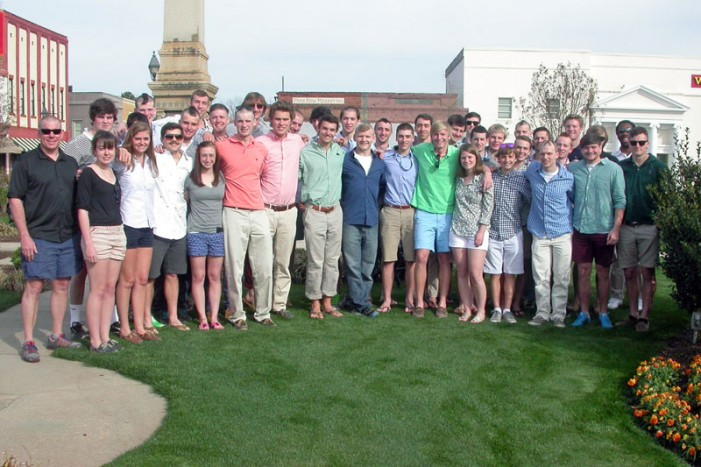 Hobart & William Smith Colleges Rowing Team Dines in Edgefield