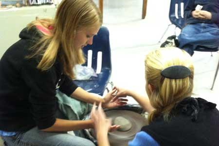 Jane Bess of Jane Bess Pottery visits RSMHS Art Students