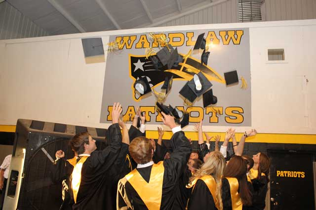 Wardlaw Graduates Sixteen Students