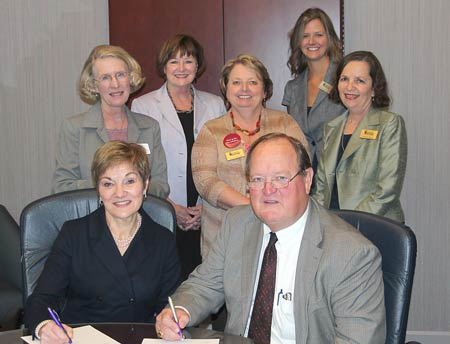 Piedmont Technical College Signs Agreement with University of Phoenix