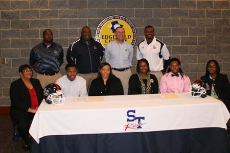 Strom Thurmond Seniors Sign Scholarship Papers