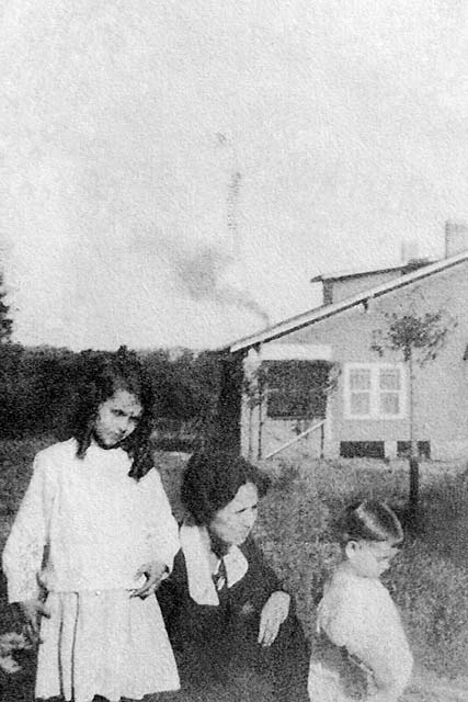Mooney-Margaret-Mildred-Billy-1920-Edgefield-SC-BW