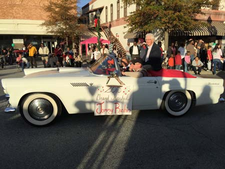 Edgefield Christmas Parade Draws a Huge Crowd